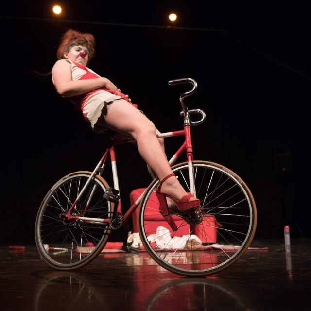 Seule en Roue - spectacle clown L'Effervescente